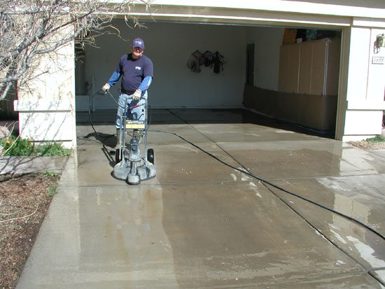 How to select a residential pressure washing service for Driveway pressure washer